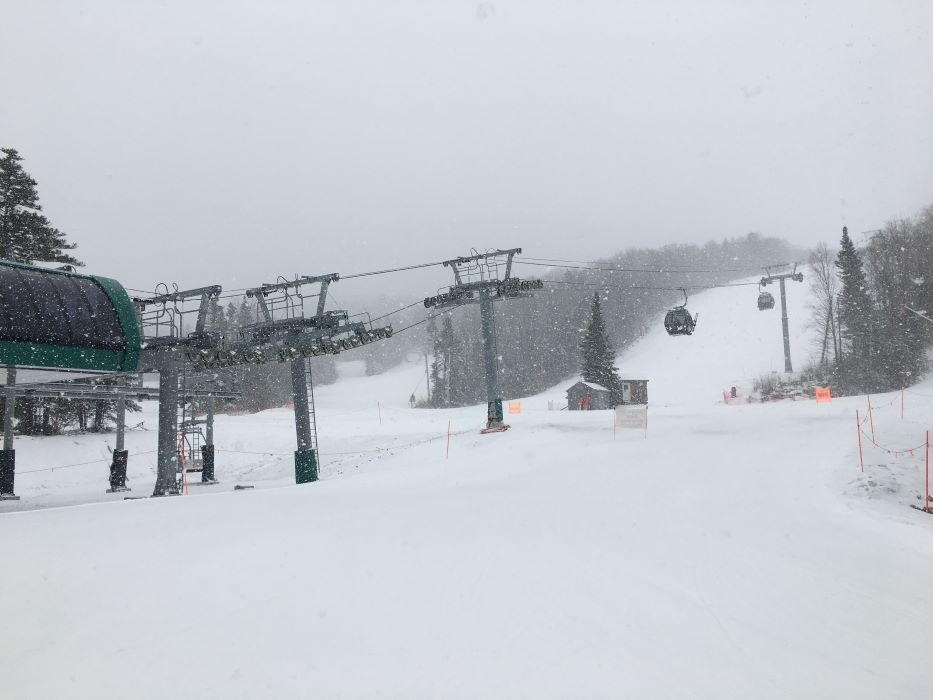 BW Flurries again! Great snow today!